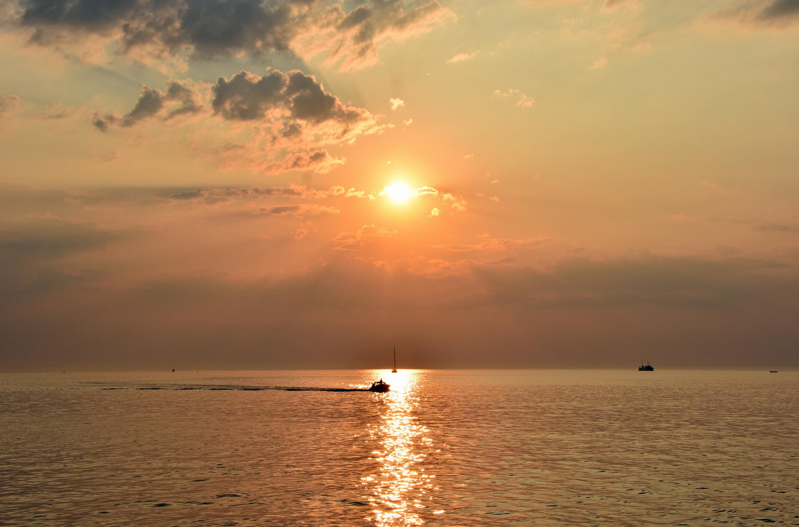 Sonnenuntergang über der Ostsee vor Warnemünde (1)