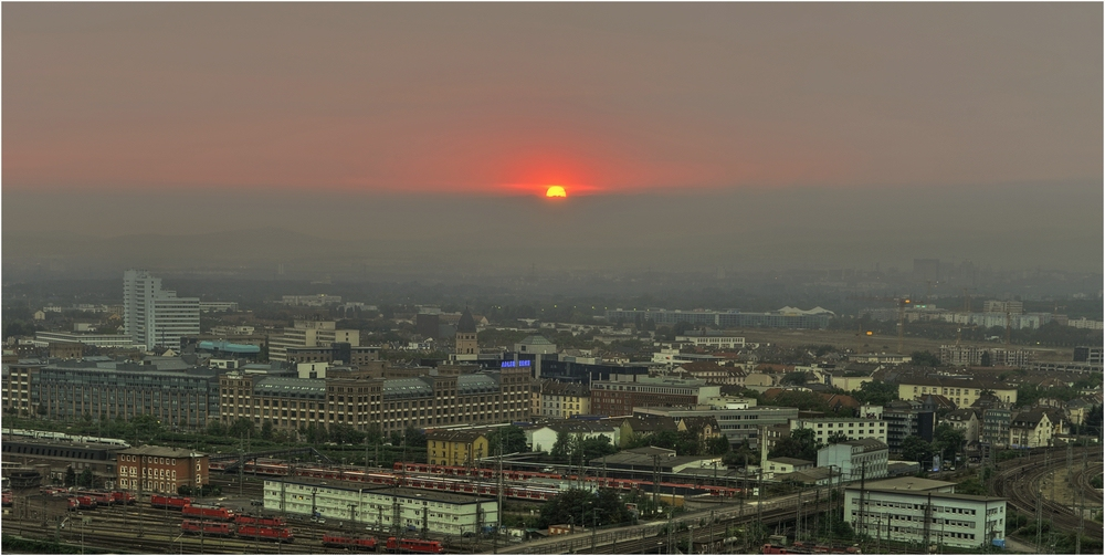 Sonnenuntergang über der Stadt