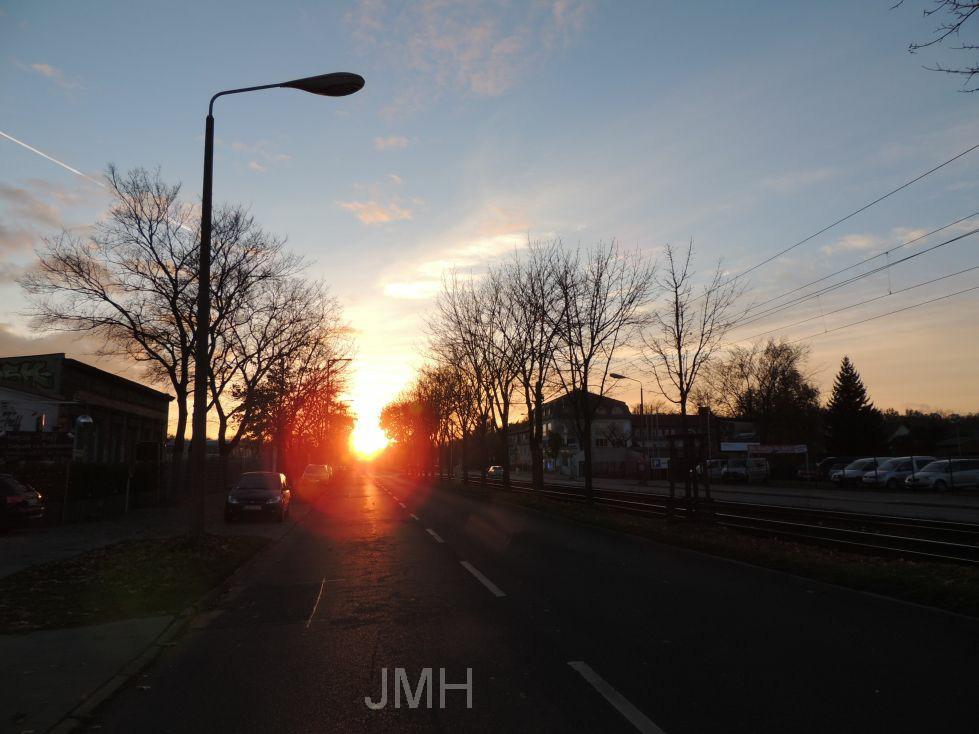 Sonnenuntergang über einer Straße