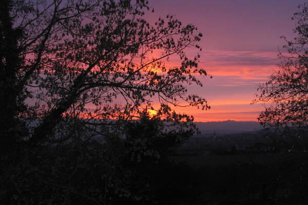 Sonnenuntergang und Umrisse