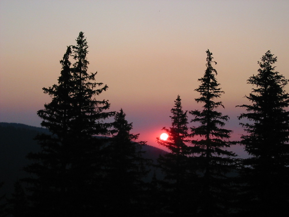 Sonneuntergang in die Carpaten Rumänien