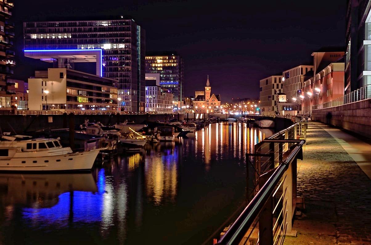 Sonntagabend im Rheinauhafen
