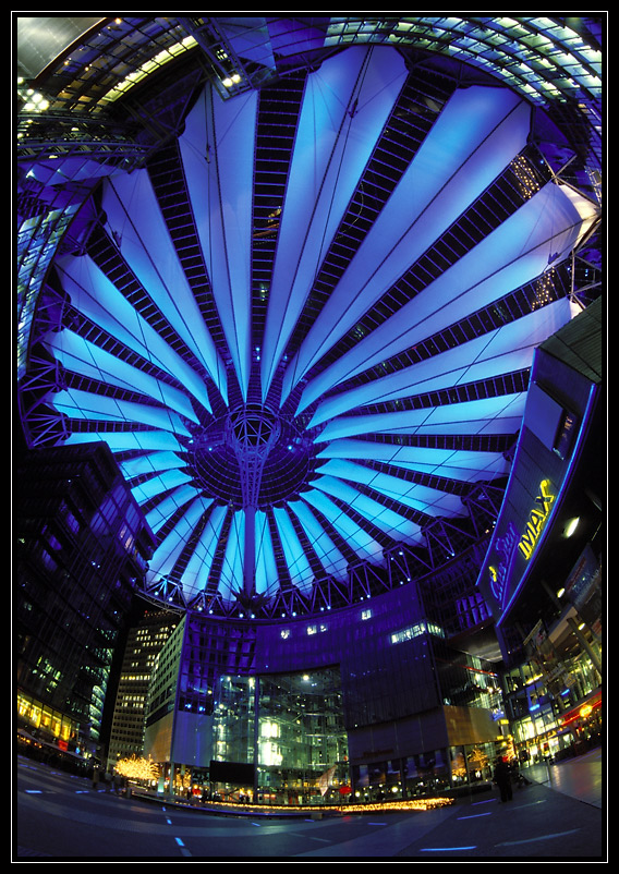 Sony-Center am Abend
