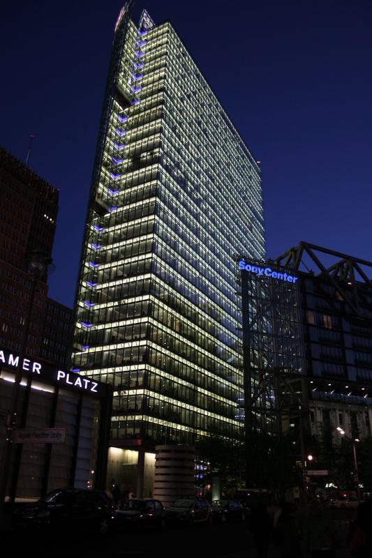 Sony Center -Berlin Potsdamer Platz bei Nacht