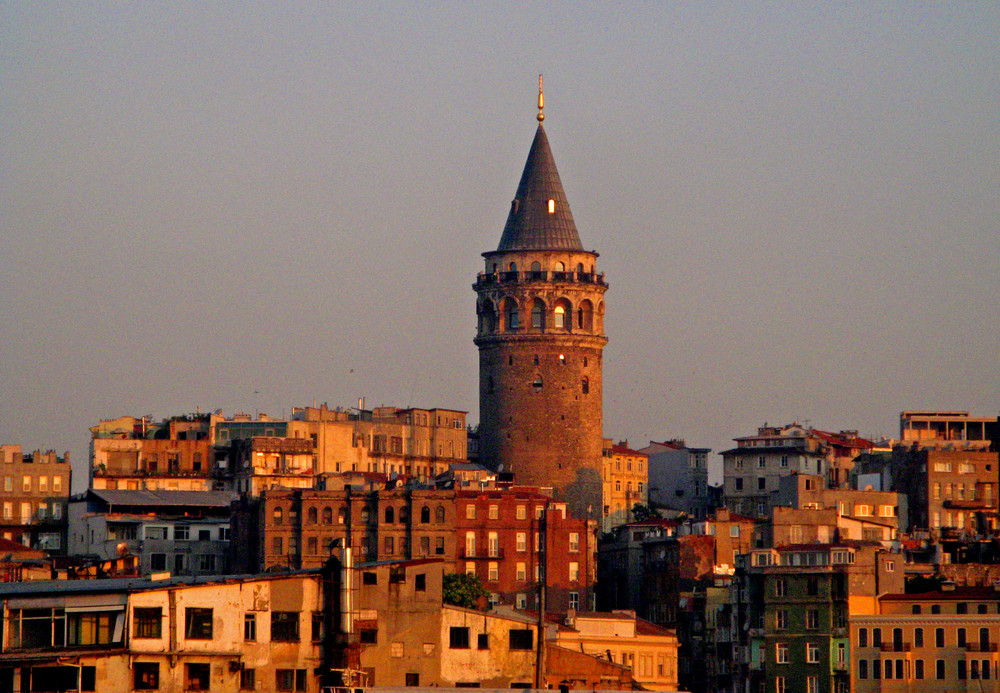 SORGE IL SOLE A ISTANBUL