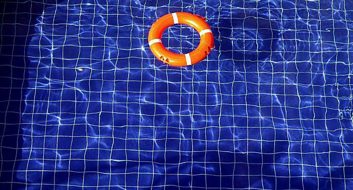 SOS im Pool