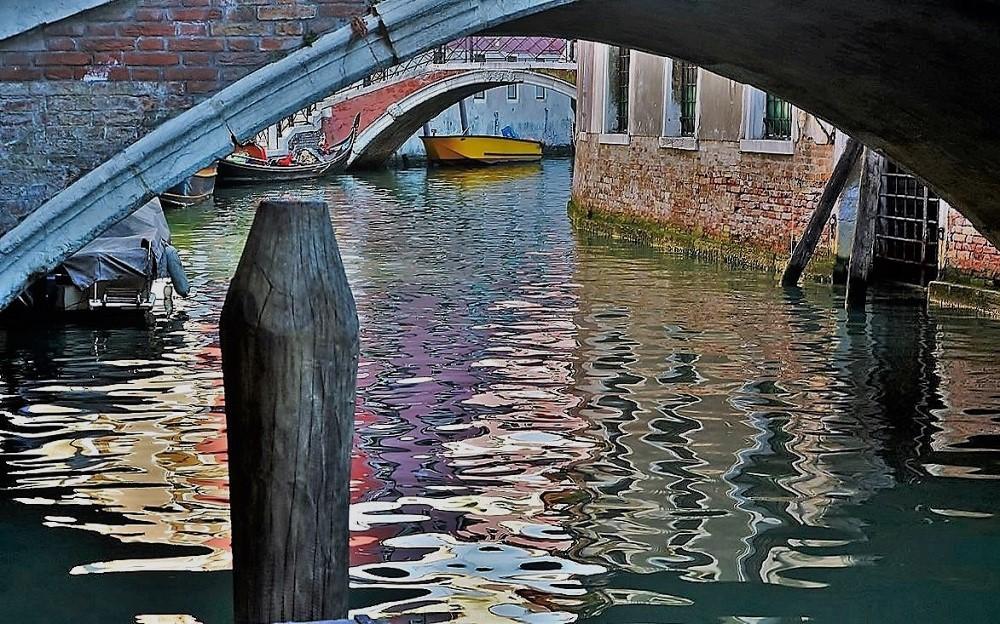 Sotto i ponti in cerca di riflessi