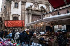 Sotto i tendoni del vecchio mercato