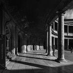 Sotto il portico di Carlo V