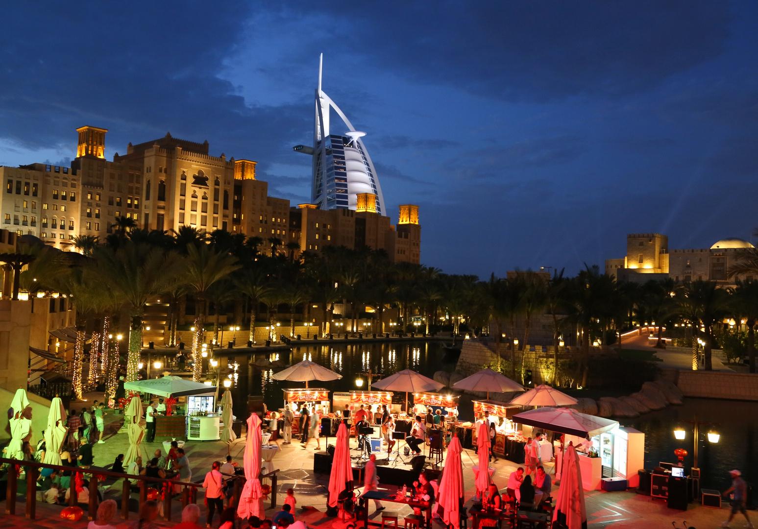 Souk Madinat Jumeirah und Burj al Arab (Das Wahrzeichen von Dubai)