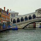 Sous le plus célèbre des ponts véntiens