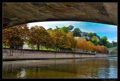 Sous le toit du pont de France