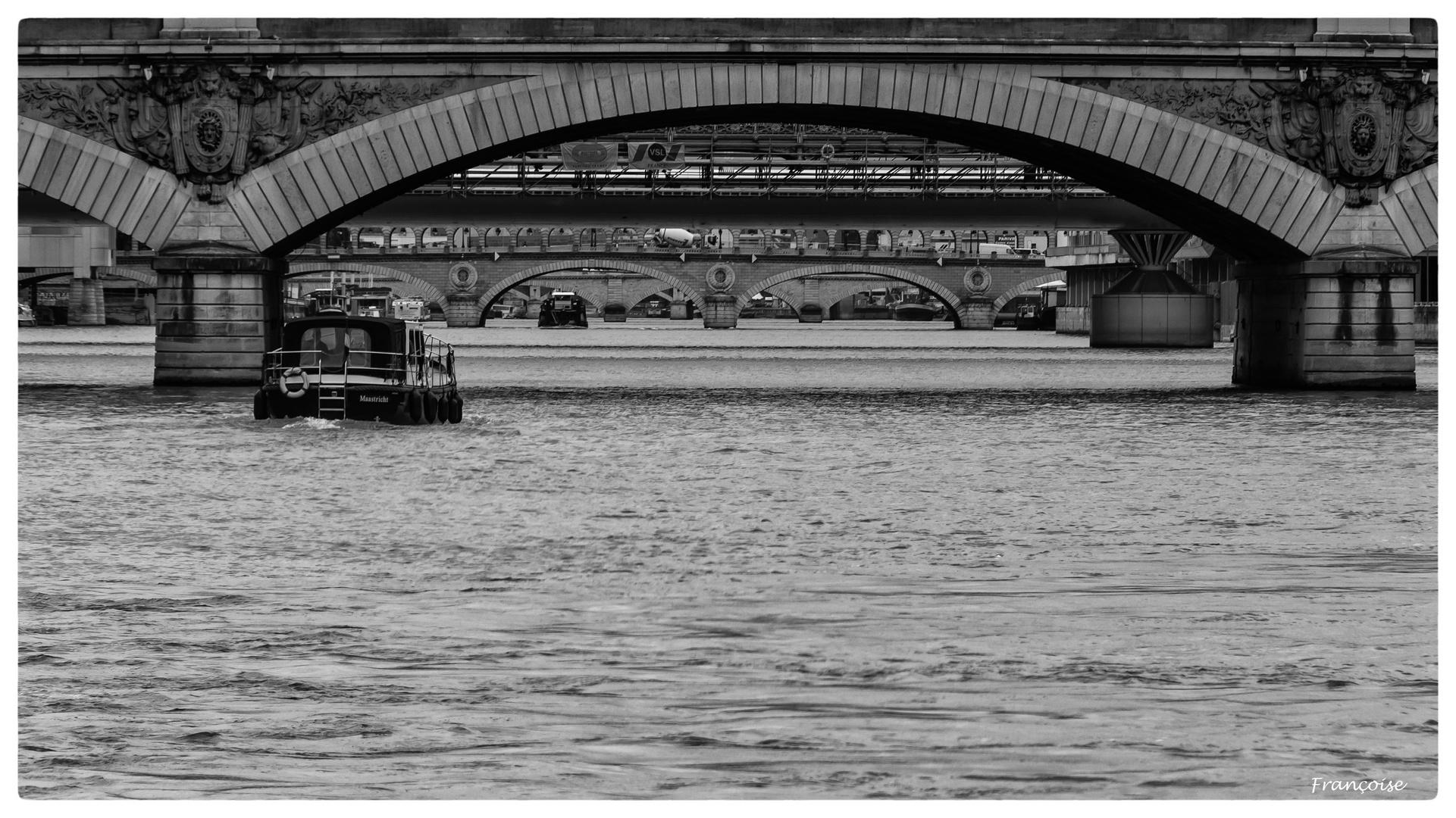 Sous les pont de Paris.....