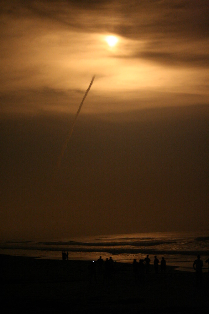Space Shuttle Discovery at Paradise Beach
