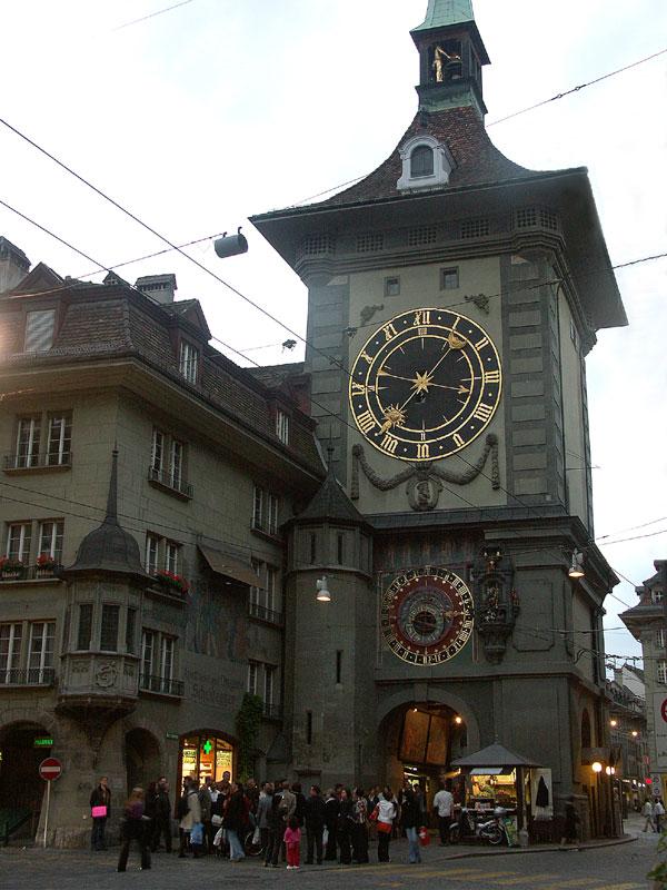 späte Touristen am Zytglogge (Bern)