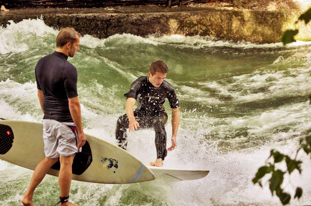 Spass an der Eisbach-Welle