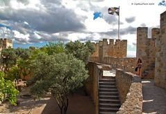 Spaziergang auf der Burgmauer Castelo de Sao Jorge