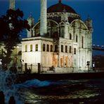 Spaziergang durch Istanbul (17): Ortaköy-Moschee und Bosporus-Brücke
