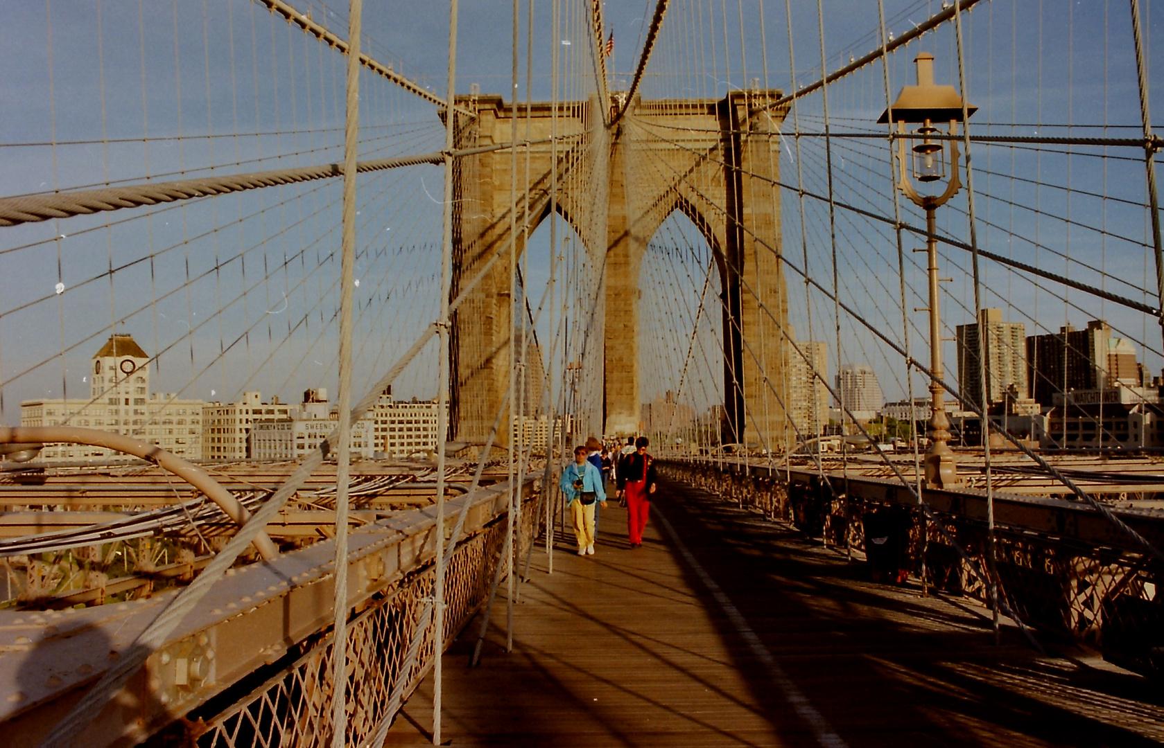 Spaziergang über eine berühmte Brücke