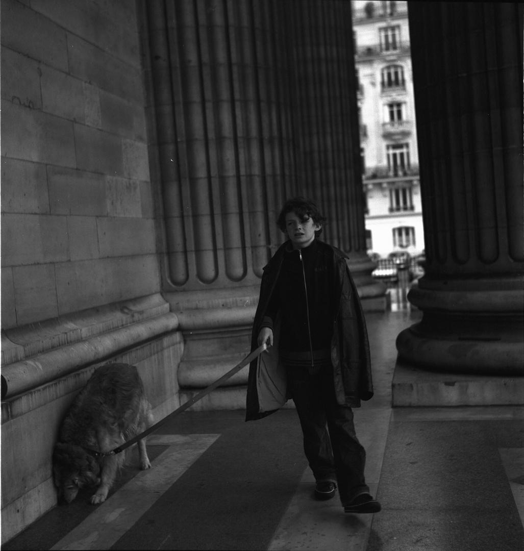 Spaziergang zwischen Säulen