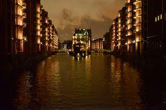 Speicherstadt in einer stürmischen Nacht