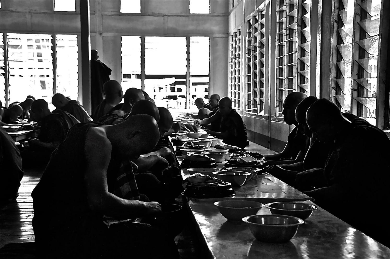 speisung der mönche, burma 2011