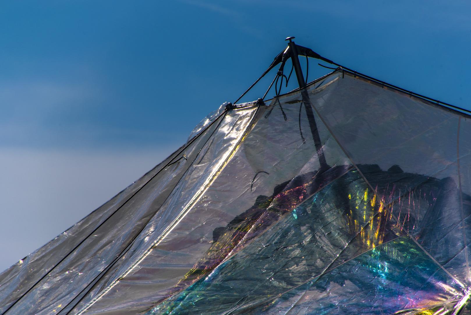 spektrale Lichtzerlegung am Fiberglaspavillon