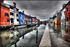 Spesa a Burano in un giorno di pioggia
