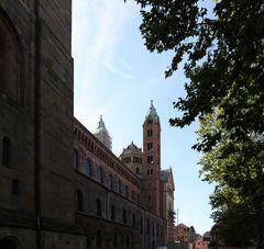 Speyerer Dom - Nordansicht (in Richtung Westen)