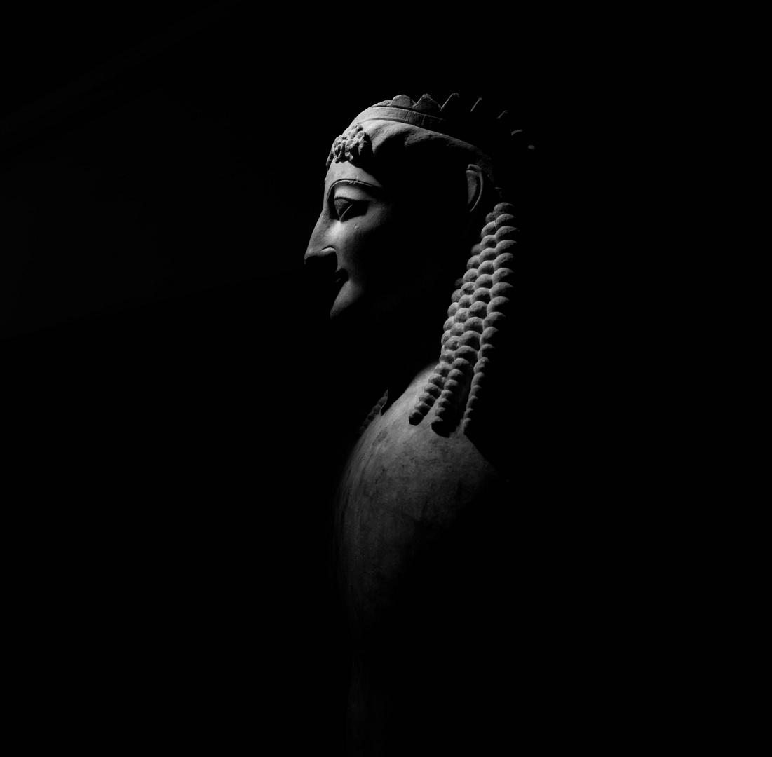 Sphinx couronnant une stele 560-550 BC - Keramikos Museum
