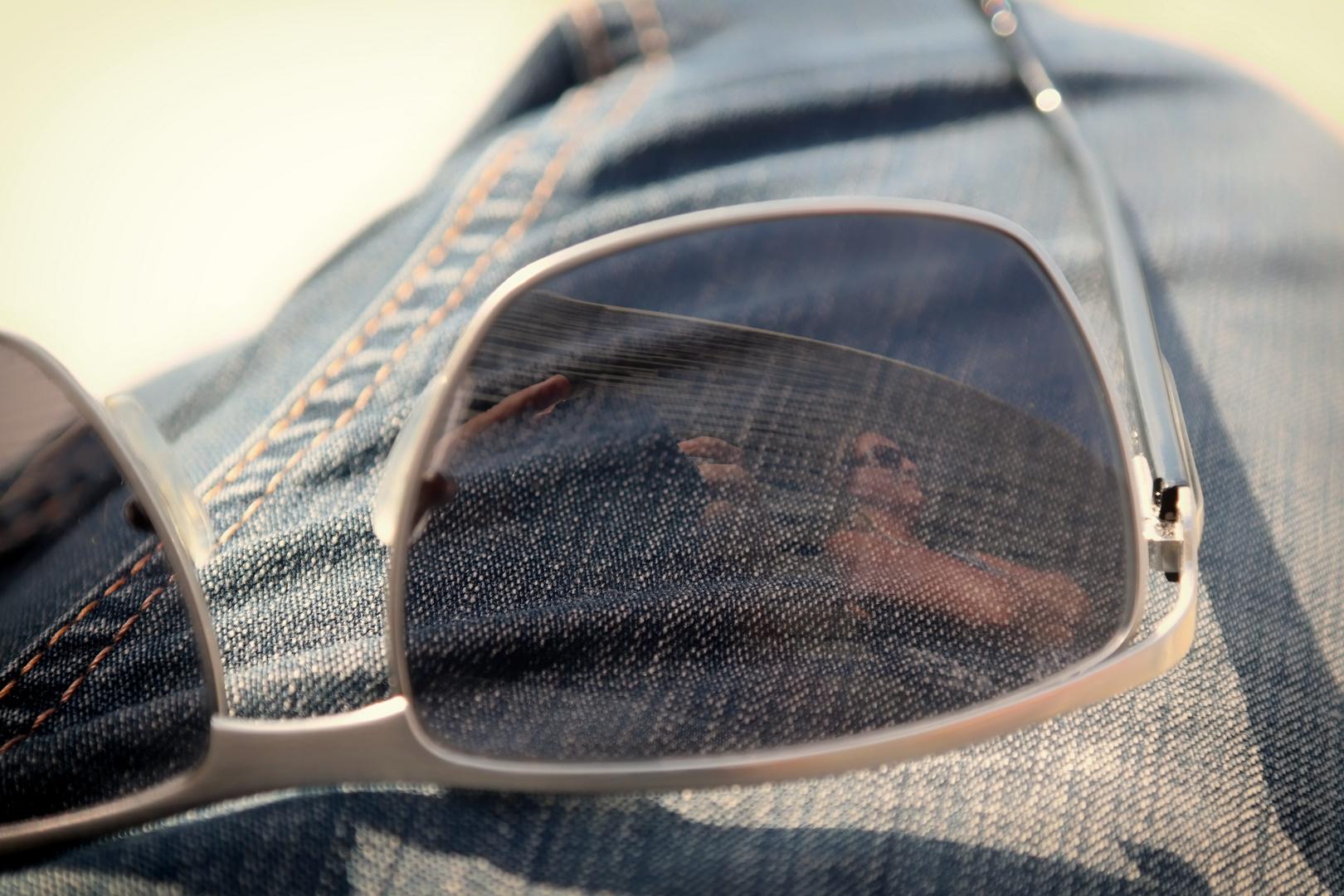 SPIEGEL AM Dienstag ......(Sonnenbrillen SPIEGEL )