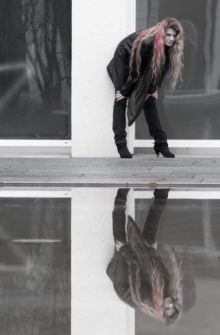 spiegelbild-( Spieglein, Spieglein...) von ch. liebetrau
