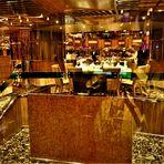 Spiegelchaos vor der Mahlzeit - Im Restaurant der Costa Fascinosa