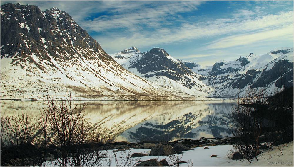 Spiegelung am Fjord (1)
