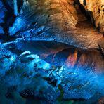 Spiegelung bei den Höhlenlichtern in der Dechenhöhle