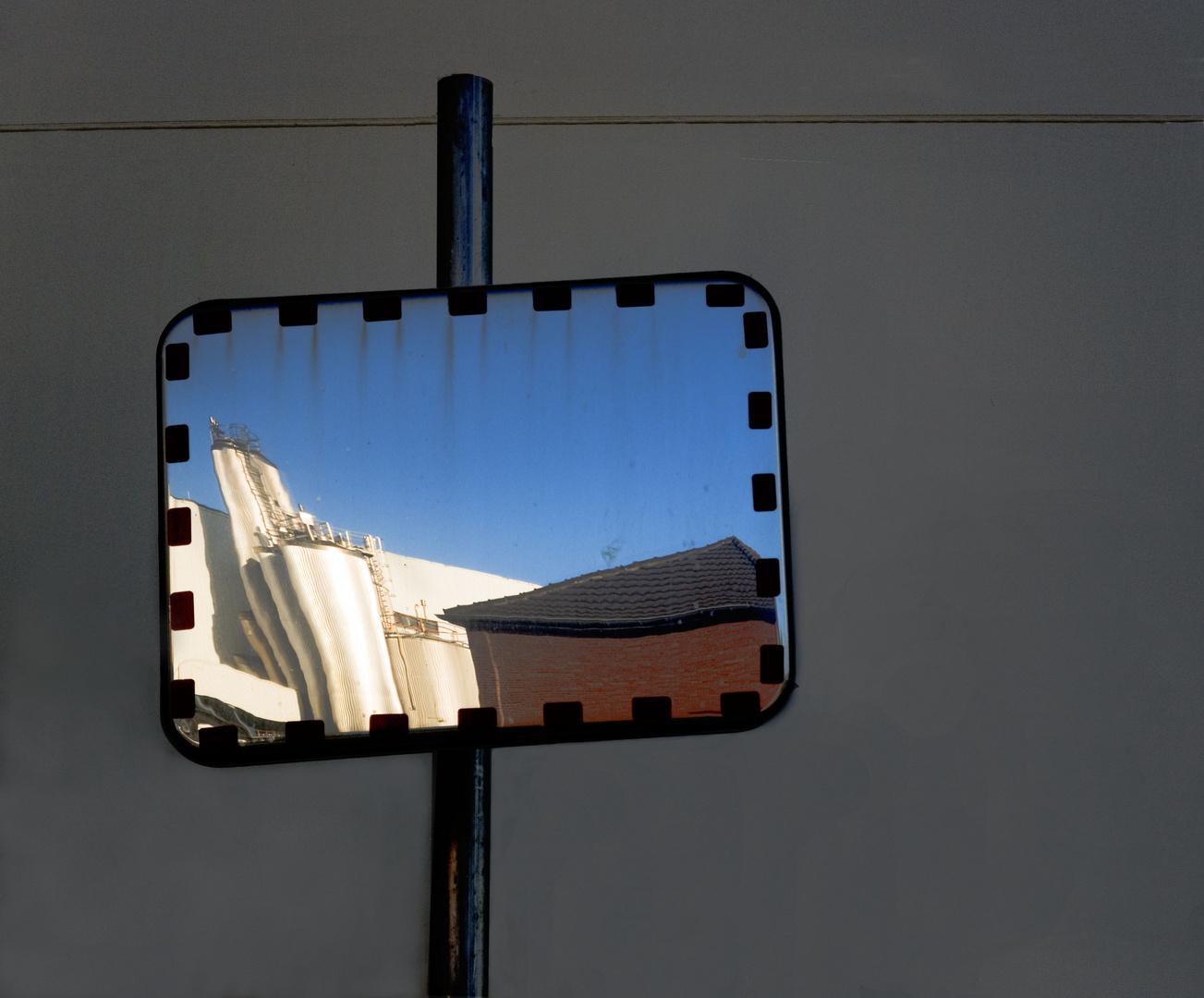 Spiegelung der zuckerfabrick Euskirchen