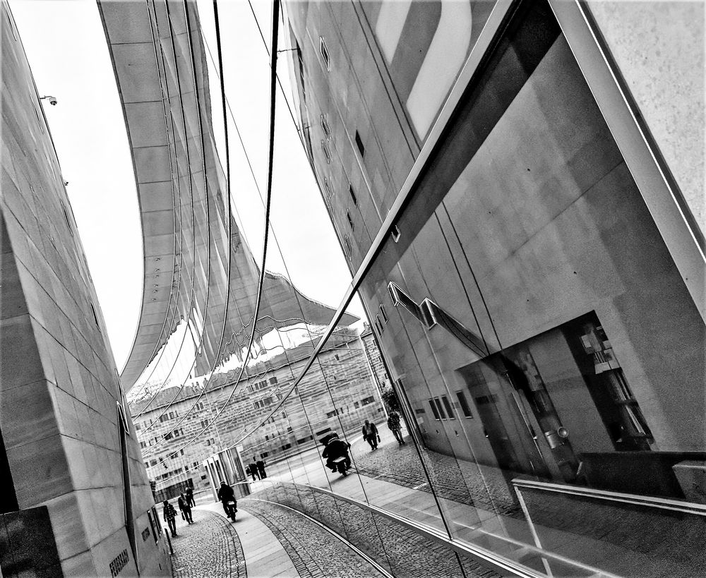 SPIEGELung Gebäude N P20-19-sw +5Fotos