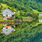 Spiegelung im Bergsee