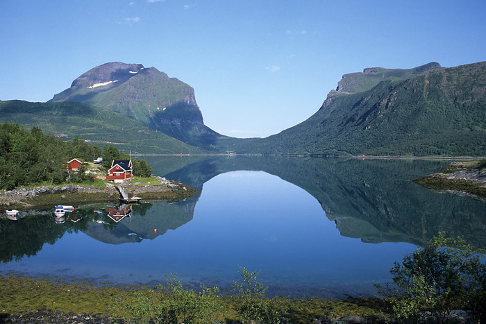 Spiegelung im Fjord bei Oterstranda ...