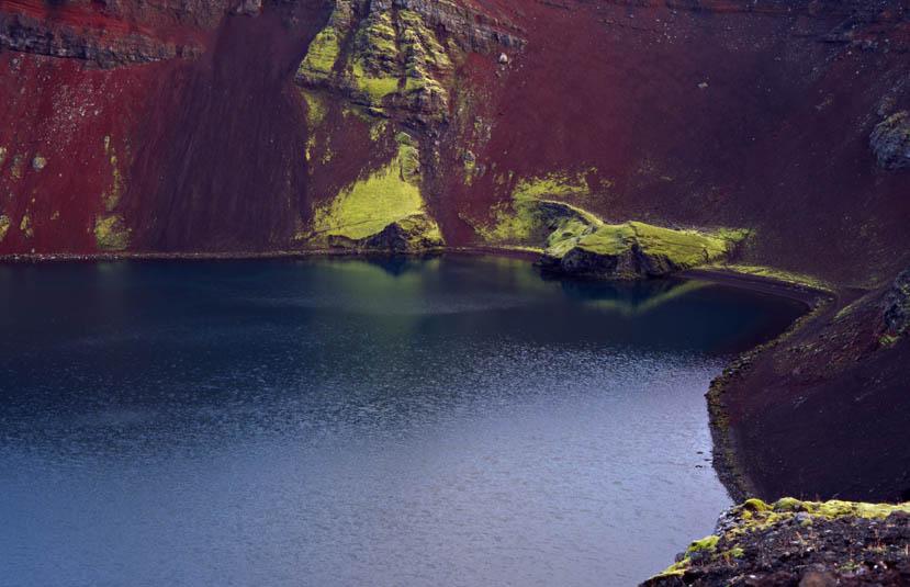 Spiegelung im Kratersee
