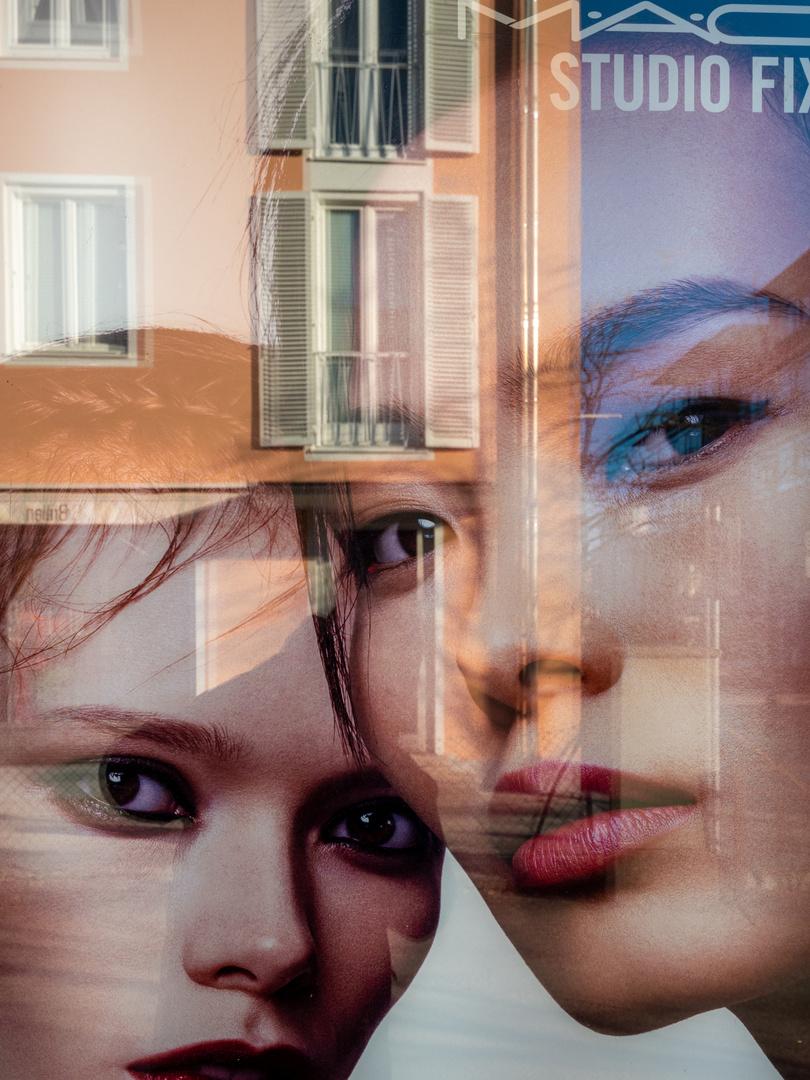 Spiegelung im Schaukasten