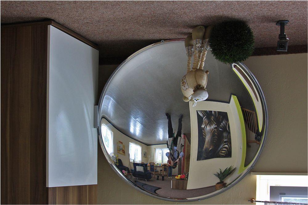 Spiegelung im verrückten Haus