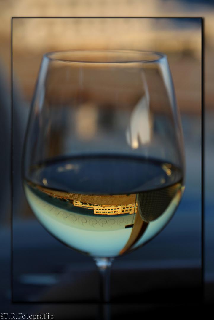 Spiegelung im Wein