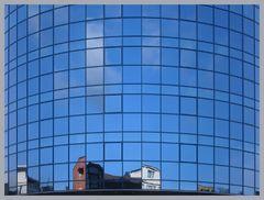 Spiegelung in Blau