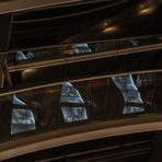 Spiegelung in einer interessanten Ausstellung unter der Reichtagskuppel