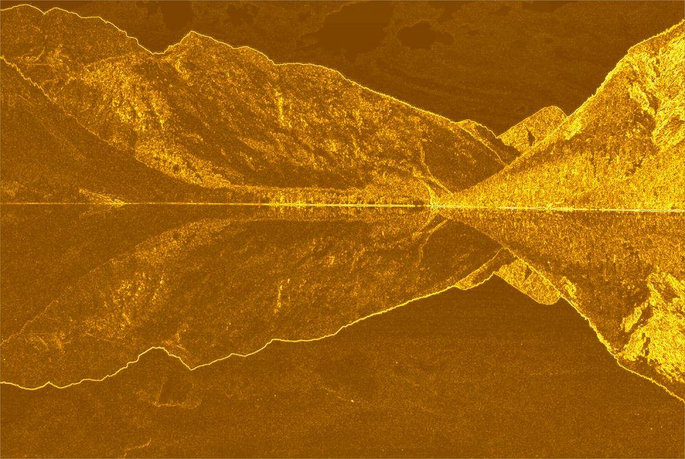 Spiegelung in Gold
