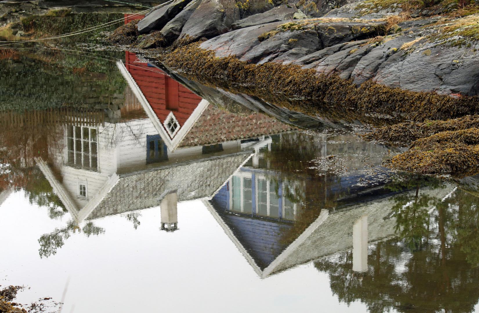 Spiegelung - Norwegische Fischerhäuser