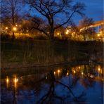 Spiegelung zur blauen Stunde...