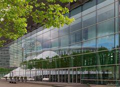 Spiegelungen an der Philharmonie Luxemburg