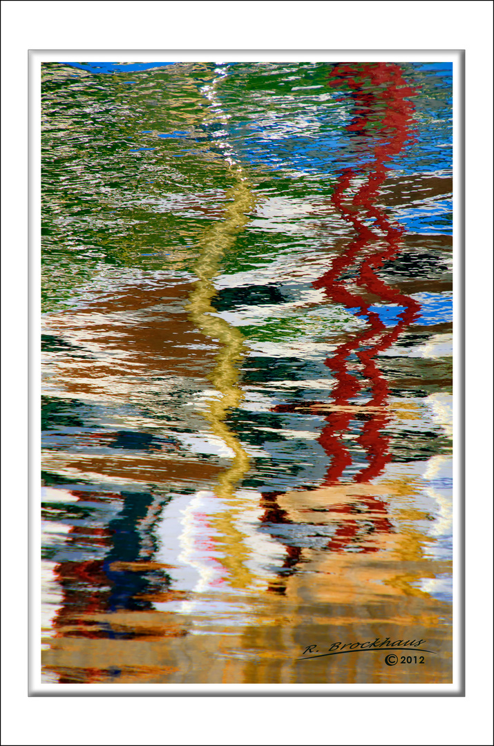 Spiegelungen im Hafen